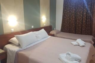 triple room semiramis bed